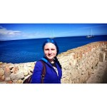 My hair is of the same color with the sea 💙 #blue #bluehair #bluehairedgirl #sea #cotedazur  #antibes